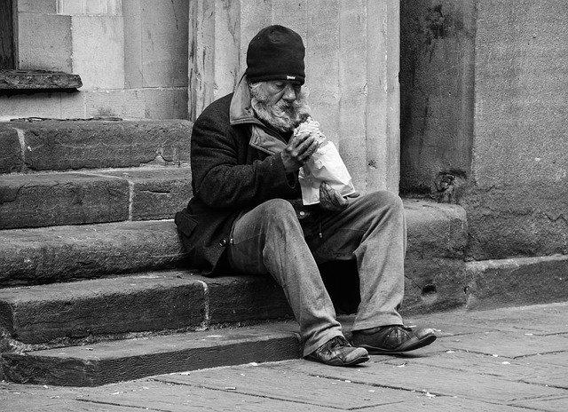 homeless-2532754_640.jpg.f83408be41680b66f4cdb96145a6b949.jpg