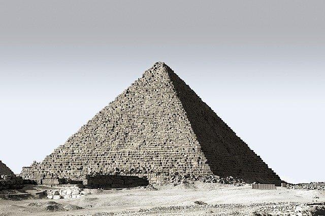 Piramido.jpg.281689750d90b07f3d82326034643922.jpg